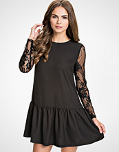 NLY Trend Lace Low Frill Dress