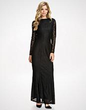 Club L Svart LS Open Back Lace Maxi Dress