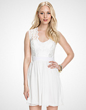 Elise Ryan Ivory Scalloped Lace Chiffon Dress