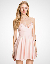 NLY Blush Lys rosa Twist Back Dress