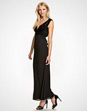 Elise Ryan Open Back Maxi Dress