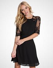 Elise Ryan Short Chiffon Lace Dress