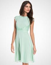 Elise Ryan Lace Trim Chiffon Dress