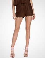 NLY Trend Mørk brun Fake It Suede Shorts