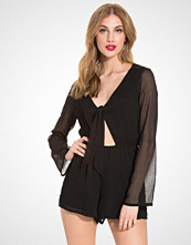 NLY Trend Peek A Boo Playsuit