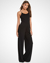NLY Trend Svart Strappy Jumpsuit