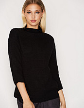 B.Young Black Oyster Turtleneck