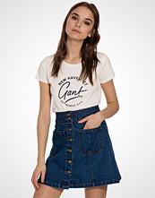 Gant O1. Gant Script T-Shirt SS