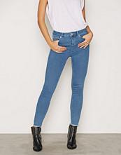 Miss Selfridge Lizzie Bleach Ankle Grazer Jeans