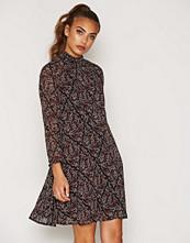 Vero Moda VMHARLY FLOWER 7/8 SHORT DRESS