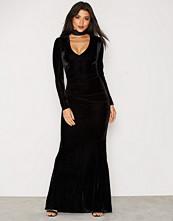 NLY Eve Velvet Drape Gown