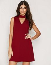 Ax Paris Keyhole Sleeveless Dress