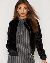 NLY Trend Velvet Bomber Jacket