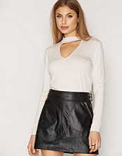 NLY Trend Choker V Drop Top