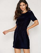 New Look Velvet Belted Dress