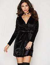 NLY Trend Crushed Velvet Wrap Dress