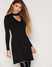 NLY Trend Choker V Drop Dress
