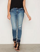 Calvin Klein Mid Rise Skinny Rebel