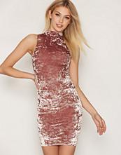 New Look High Neck Velvet Bodycon Dress