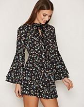Glamorous Vintage Floral Frill Dress