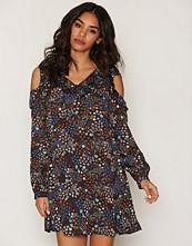 Glamorous Cold Shoulder LS Dress