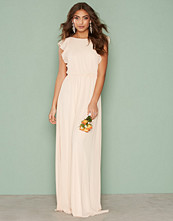 NLY Eve Flirty Flounce Gown