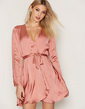 NLY Trend Satin Wrapped Dress