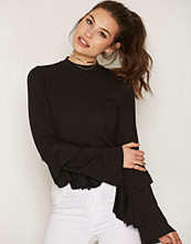 NLY Trend Turtleneck Flounce Top