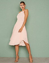 NLY Eve Lace Midi Gown