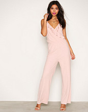 NLY Trend Lys rosa Flounce Jumpsuit