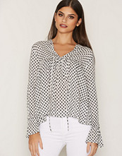 NLY Trend Tassle Blouse