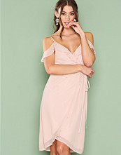 NLY Trend Cold Shoulder Wrap Dress