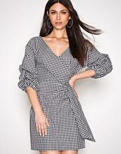 NLY Trend Wrap Shoulder Dress