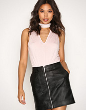 NLY Trend Lys rosa Pearl Choker Top