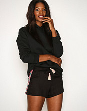 New Look Black Embroidered Shorts
