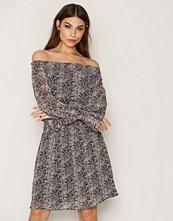 Y.a.s Lys grå Yasphyto Offshoulder Dress