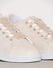 NLY Shoes Powder Patent Sneaker
