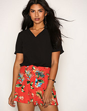 New Look Red Tropical Print Shorts