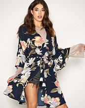 Vero Moda Mørk blå Vmsassy L/S Kimono Dress D2-4