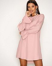 NLY Trend Lys rosa Tie Sleeve Shift Dress