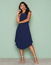 NLY Eve Mørk blå Lace Midi Gown