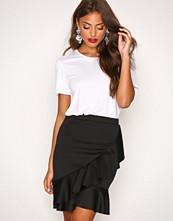 NLY Trend Svart Frill Skirt