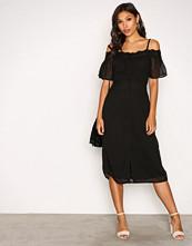 New Look Black Cold Shoulder Croch Body Dress
