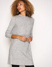 Jacqueline de Yong Lys grå Jdygold L/S Dress Knt