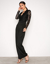 NLY One Svart Lace Plunge Jumpsuit