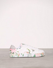 New Look White PU Print Sole Lace Up