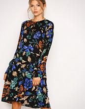 Y.a.s Svart Yasspine Ls Dress