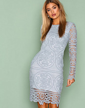 NLY Trend Lys grå Crochet Midi Dress