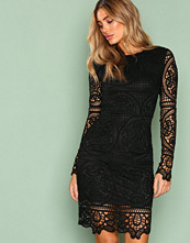 NLY Trend Svart Crochet Midi Dress