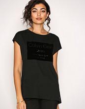 Calvin Klein Black Tika-22 Cn Lwk S/S
